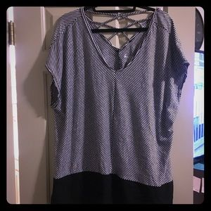 Striped flowy top ADORABLE!